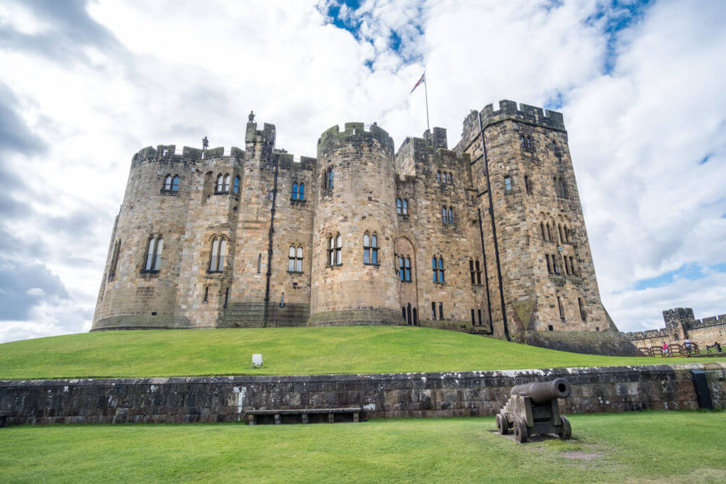 Alnwick Castle in Alnwick in the English county of Northumberland, United Kingdom. It is a location for films and programs.