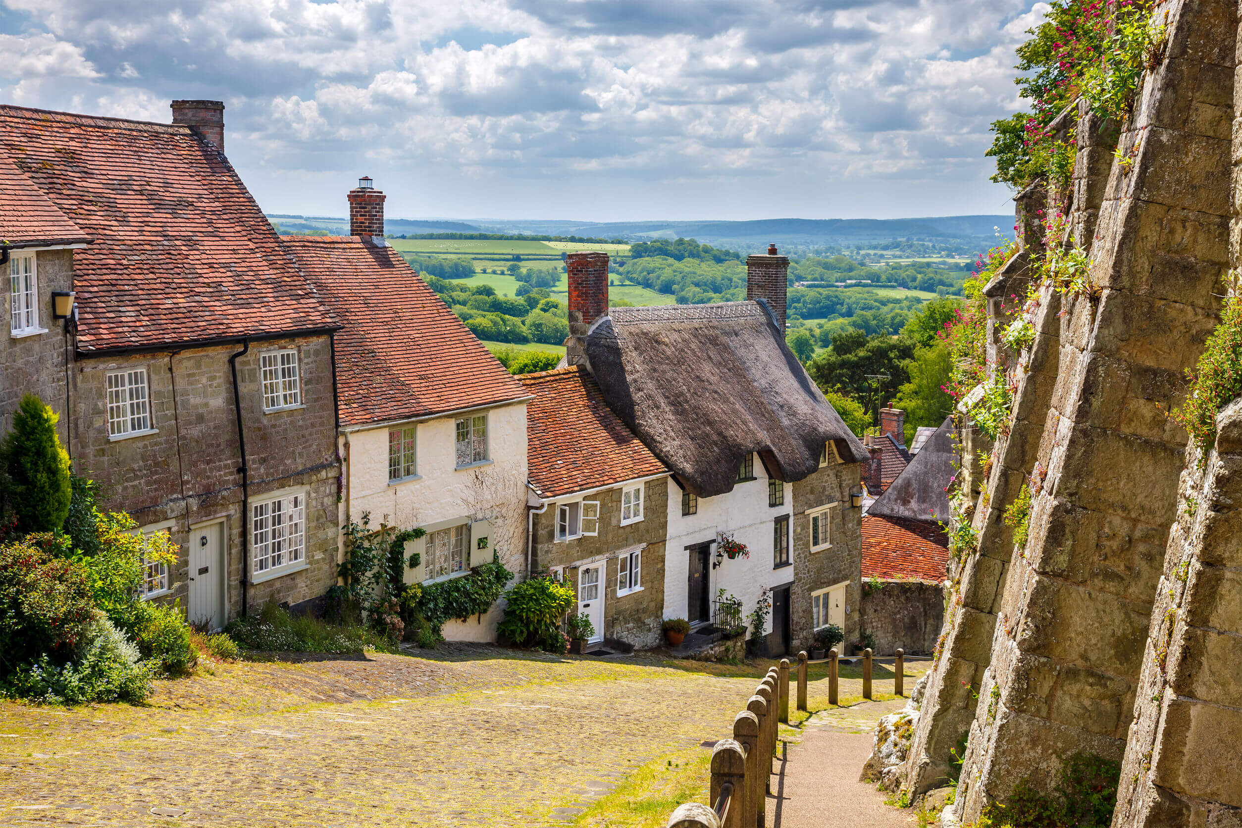 Famous view of Picturesque cottages on cobbled street at Gold Hill, Shaftestbury Dorset