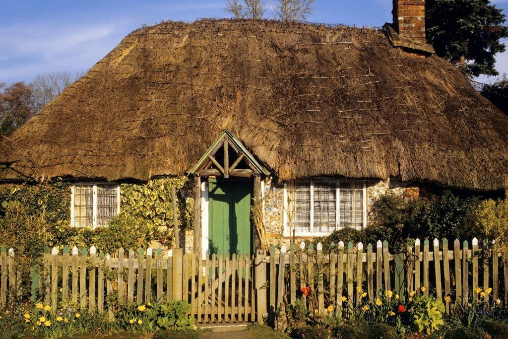 thatched house in Buckinghamshire