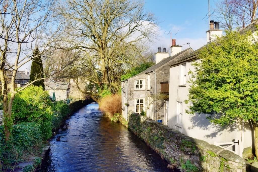 pretty villages in england